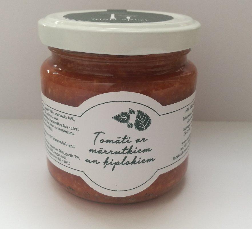 Mārrutki ar tomātiem un ķiplokiem